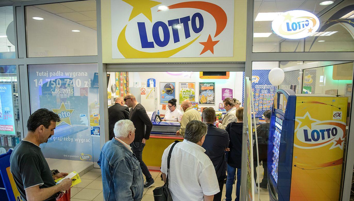 Sobotnie losowanie Lotto okazało się szczęśliwe dla osoby, która wygrała 6 426 215,40 zł (fot. arch. PAP/Wojciech Pacewicz)