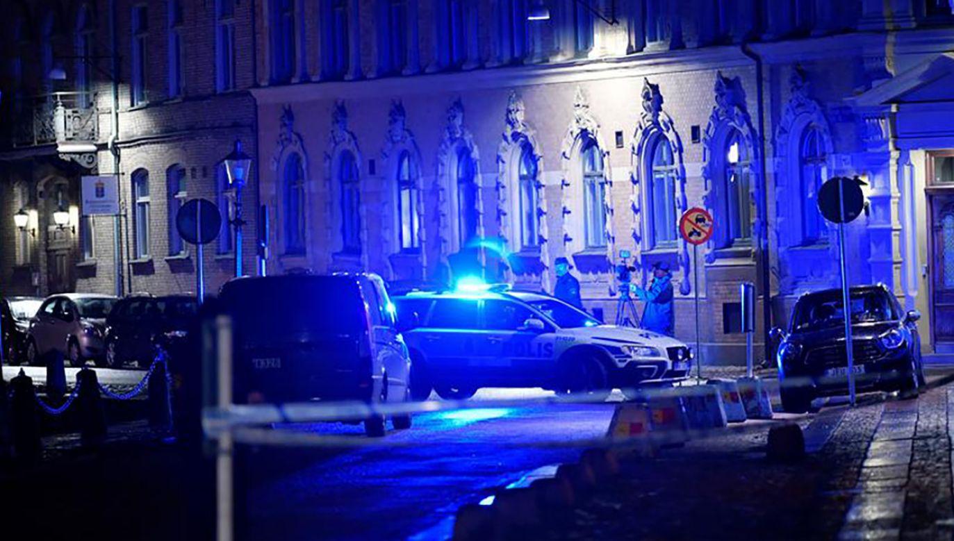 Policja na miejscu ataku w pobliżu synagogi w Goeteborgu w Szwecji (fot. REUTERS/TT News Agency/Adam Ihse)