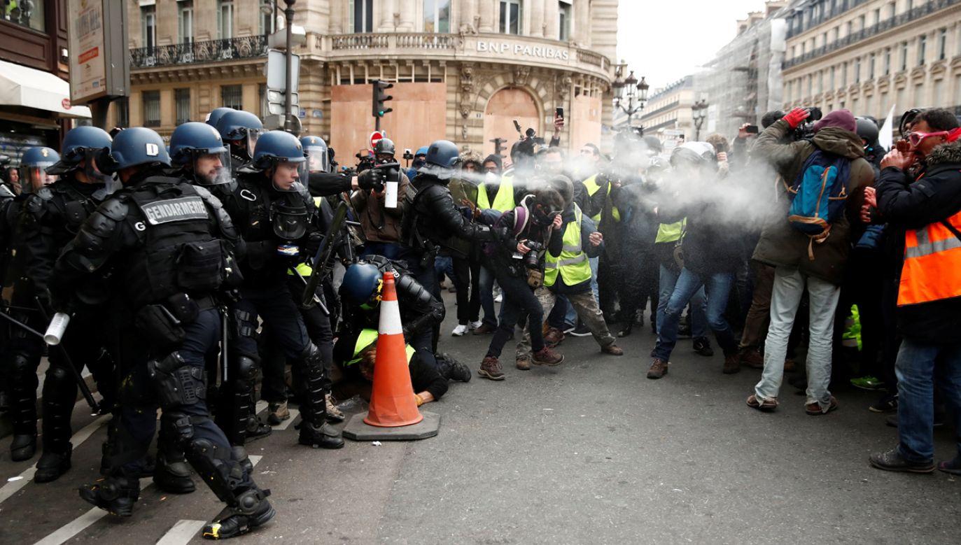 W sobotę doszło do kolejnych protestów, do tłumienia których policja użyła gazu łzawiącego (fot. REUTERS/Christian Hartmann)