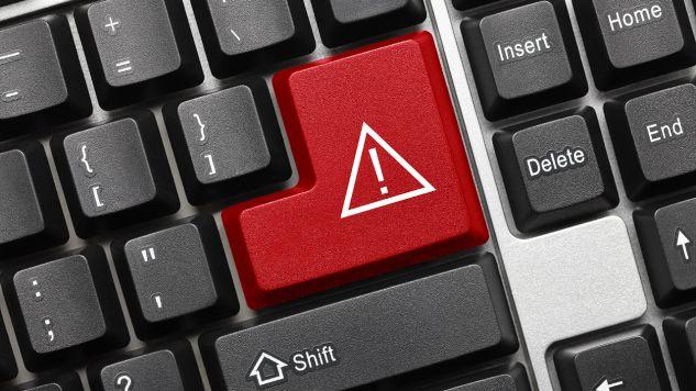 """Hakerzy """"konkretnie i wielokrotnie celowali w dane personalne i informacje o lekach przepisanych premierowi"""" (fot. Shutterstock/Artem Samokhvalov)"""