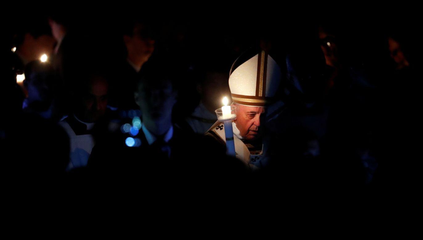 Papież przybył do bazyliki (fot. REUTERS/Remo Casilli)