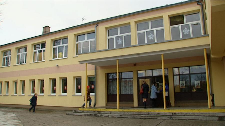 Super Nie będzie przeprowadzki uczniów z SP nr 2 w Lubsku - TVP3 Gorzów QZ32
